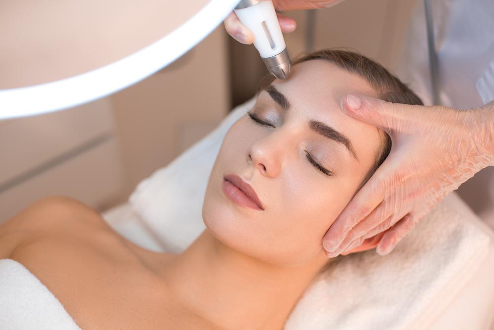 טיפול הצערת עור הפנים בלייזר